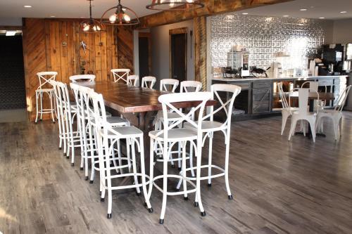 Sunlac Inn Devils Lake - Devils Lake, ND 58301