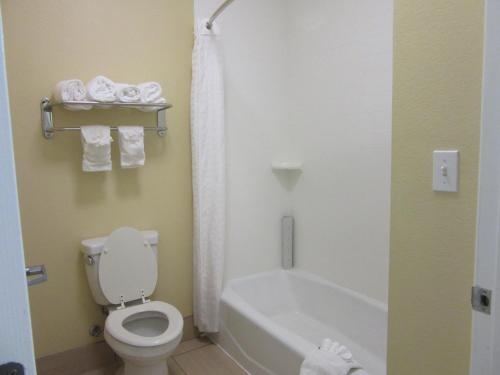 Executive Inn And Suites Tyler - Tyler, TX 75702