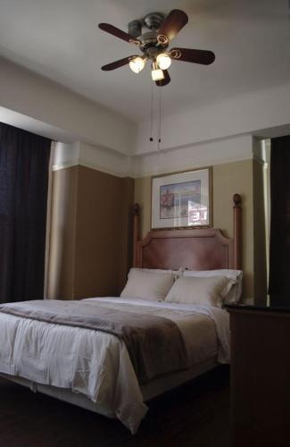Yale Hotel Photo