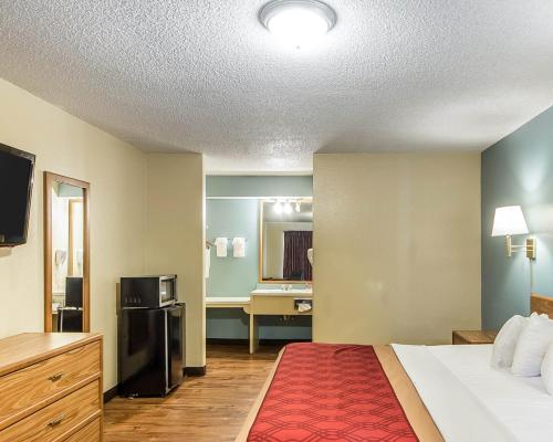 Econo Lodge Pryor Photo