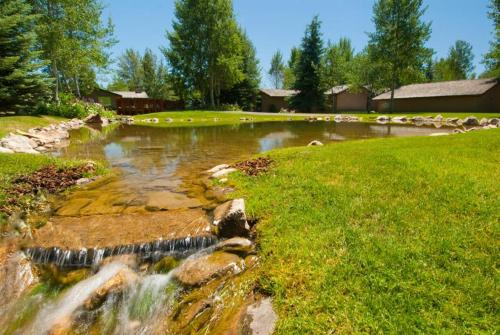 Golf Creek 32 Photo