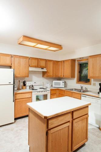 Cache Apartment #515 Photo