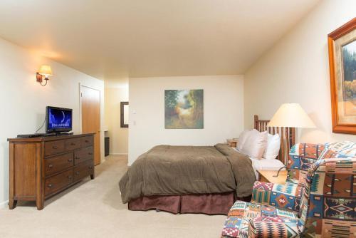 Pitchfork Apartment Photo