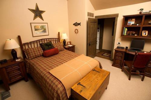 Western Star Cabin Photo