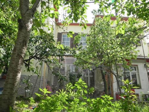 Izmir Lotus Garden Hostel Izmir