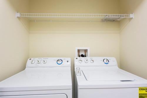 Luxury 4 Bed / 3 Bath Villa At Storey Lake - Kissimmee, FL 34746