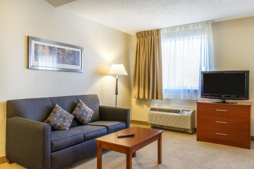 MainStay Suites Brentwood Photo