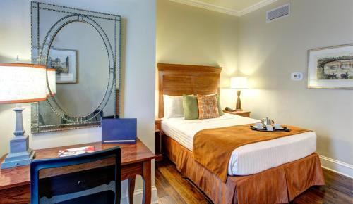 St. James Hotel, an Ascend Collection Hotel Photo