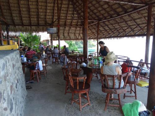 Km 37.5 Carretera Masaya-Granada, del Plan de La Laguna de Apoyo 1 km a la derecha, Nicaragua.