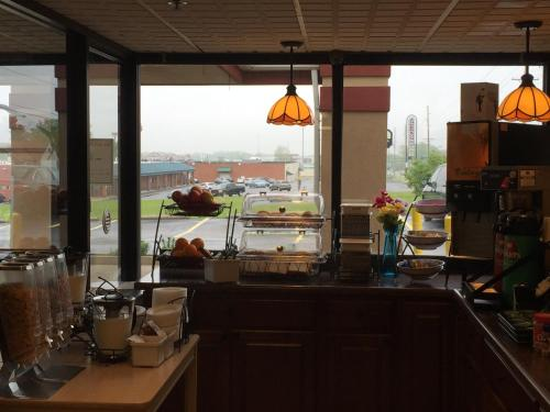 Baymont Inn & Suites Springfield Photo