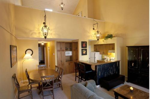 Innwest Kirkwood Inn - Kimberley, BC V1A 2Y6