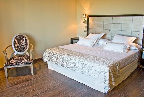 Superior Double Room Villa Nazules Hípica Spa 9