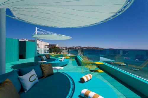 C/ de la Ruda 2, Playa d'en Bossa 07817, Ibiza.