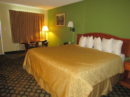 Days Inn By Wyndham Ashburn - Ashburn, GA 31714