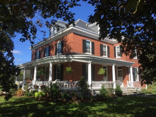 Walnut Lawn Bed And Breakfast - Lancaster, PA 17602