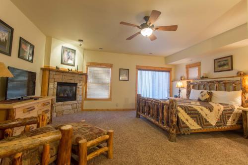 Mary's Lake Lodge Photo