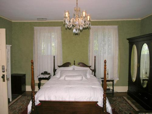 Magnolia Grove Bed And Breakfast - Hernando, MS 38632
