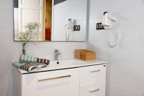 AinB Eixample-Miro Apartments photo 72