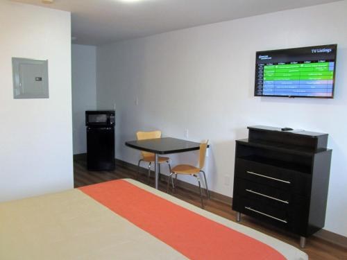 Studio 6 Augusta Photo