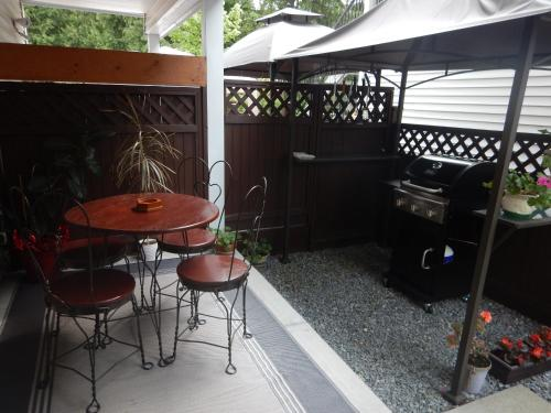 Clean Quiet Comfortable Suite; Coquitlam Center - Coquitlam, BC V3B 8E5
