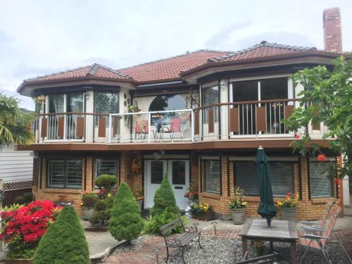 Diana's Luxury Bed And Breakfast - Vancouver, BC V5W 1J4