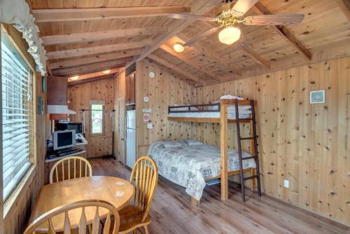Lake Conroe Full Studio Cabin 2 - Willis, TX 77318