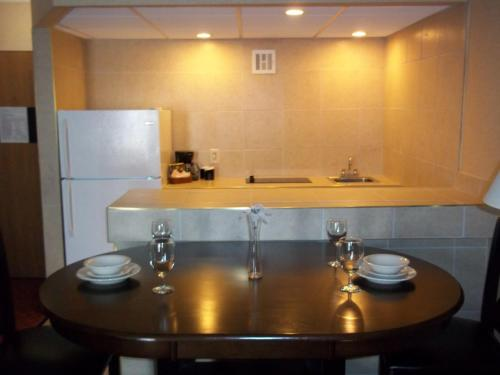 Clarion Inn and Suites by Choice Hotels Grand Rapids Airport Photo