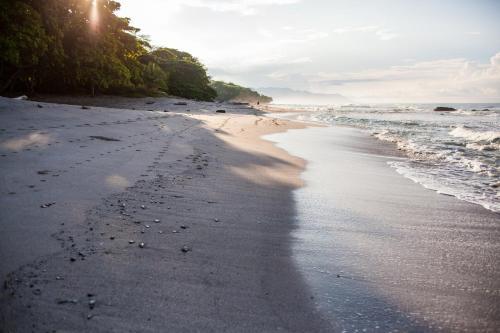 Latitude 10 Exclusive Beach Resort Photo