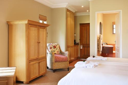 Champagne Castle Hotel Photo