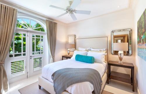 Port Ferdinand Marina and Luxury Residences Photo
