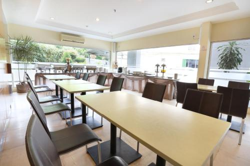 Triniti Hotel Batam photo 11