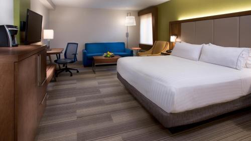 Holiday Inn Express Nashville Airport Photo