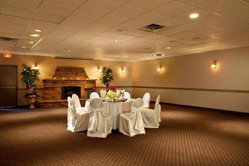 Ambassador Hotel & Conference Centre - Kingston, ON K7M 9E3