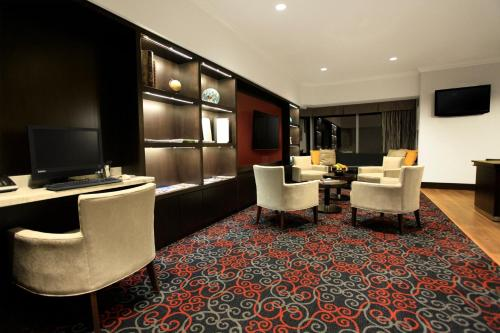 Delta Hotels by Marriott London Armouries Photo