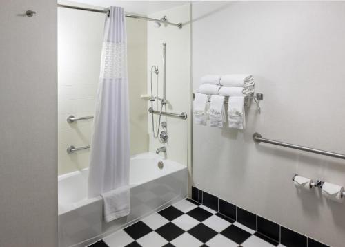 Hampton Inn San Diego-downtown - San Diego, CA 92101