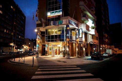 at home appart hotel h tel 7 rue du pont montaudran. Black Bedroom Furniture Sets. Home Design Ideas