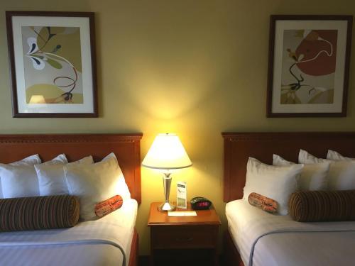The Loyal Inn - Seattle, WA 98121