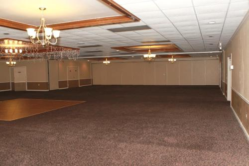 Suite Dreams Hotel - Mattoon, IL 61938