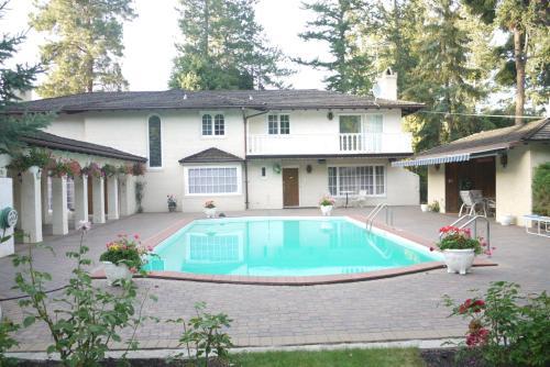 Villa Flair - Kelowna, BC V1W 4J2