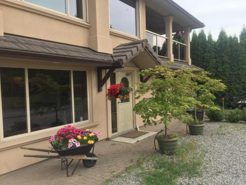All Seasons Bed & Breakfast - Kelowna, BC V1W 4M8