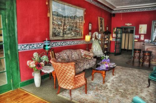 La Plaza Inn - Walsenburg, CO 81089