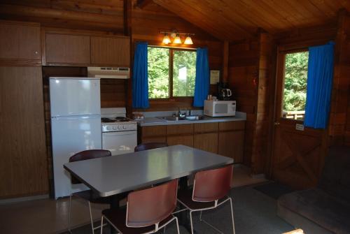 La Conner Camping Resort Beach Cabin 1 - La Conner, WA 98257