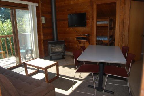 La Conner Camping Resort Beach Cabin 4 - La Conner, WA 98257