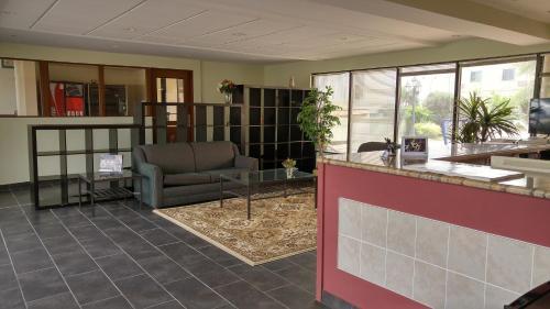 Cjs Inn - Niagara Falls, ON L2G 1B5