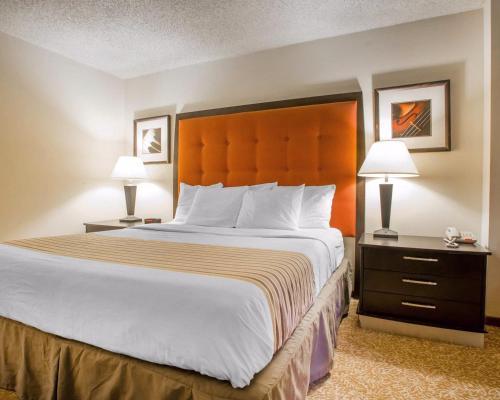 Econo Lodge Inn & Suites Stevens Point Photo