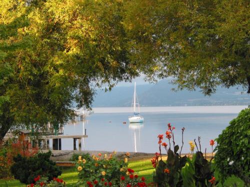 Lakeshore B&b - Kelowna, BC V1W 1V9