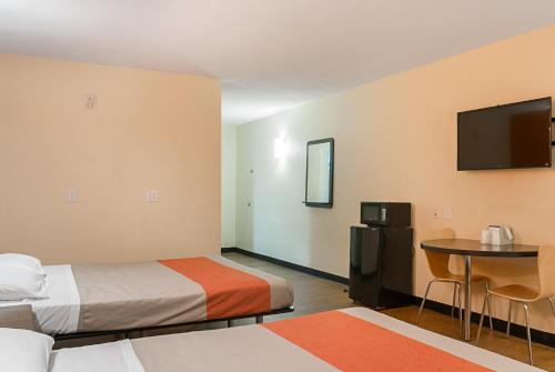 Motel 6 New Orleans - Near Downtown - New Orleans, LA 70126
