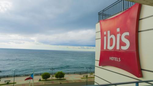 Ibis Bata Photo