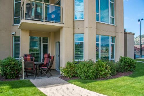 Sunset Waterfront Apartment - Kelowna, BC V1Y 9W7