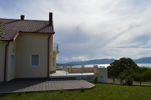Blue Lake Luxury Accommodations Photo